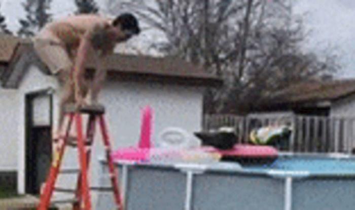 Lik je pokušao skočiti u bazen, to je završilo jako loše