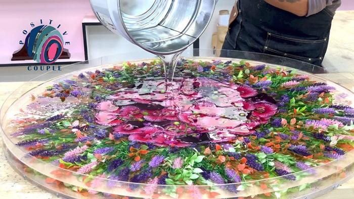 Kroz video je pokazao kako je sam napravio prelijep i praktičan stol s cvijećem koji je idealan za terase
