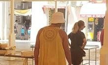 Turist je nasmijao Dalmatince svojom modnom kombinacijom, pogledajte u čemu je hodao po gradu