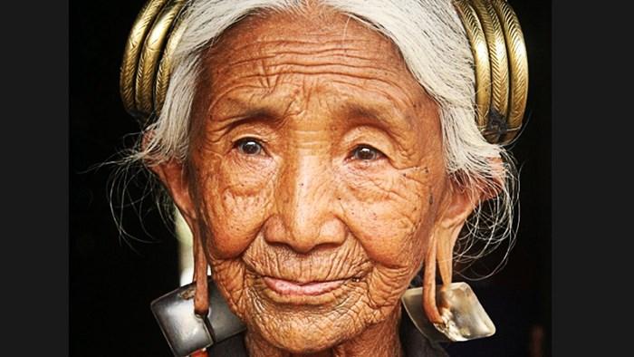 VIDEO Uzeo je fotografiju starice, otvorio Photoshop i izveo nešto što je zadivilo milijune ljudi