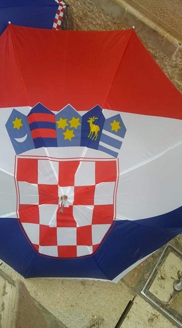 CROATIA MADE IN CHINA Kinezi nisu uspjeli napraviti dobar hrvatski kišobran, možete li uočiti pogreške?