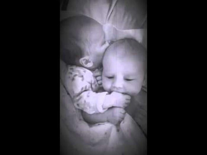 Mama je čula da joj je beba počela plakati, u dječjoj sobi ju je dočekao prizor koji će još dugo pamtiti