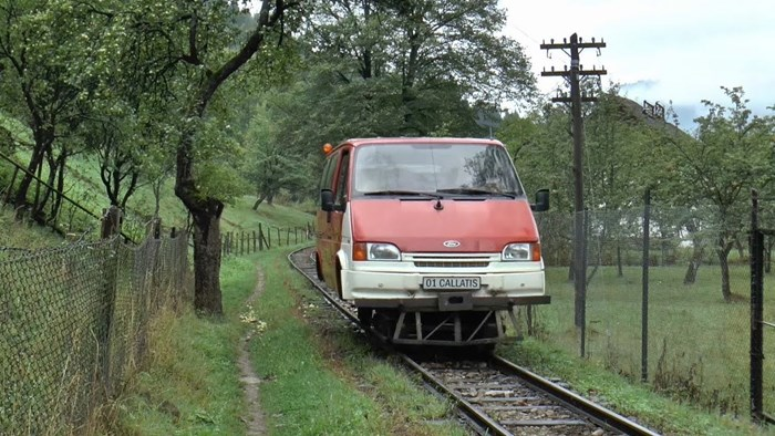 """Izum kakav još niste vidjeli: Rumunj je od starog kombija napravio vlastitu malu """"lokomotivu"""" koja stvarno radi"""