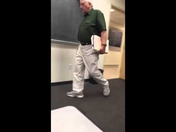 VIDEO Učenik je svakog dana snimao ulazak profesora u učionicu, primijetio je zanimljiv detalj