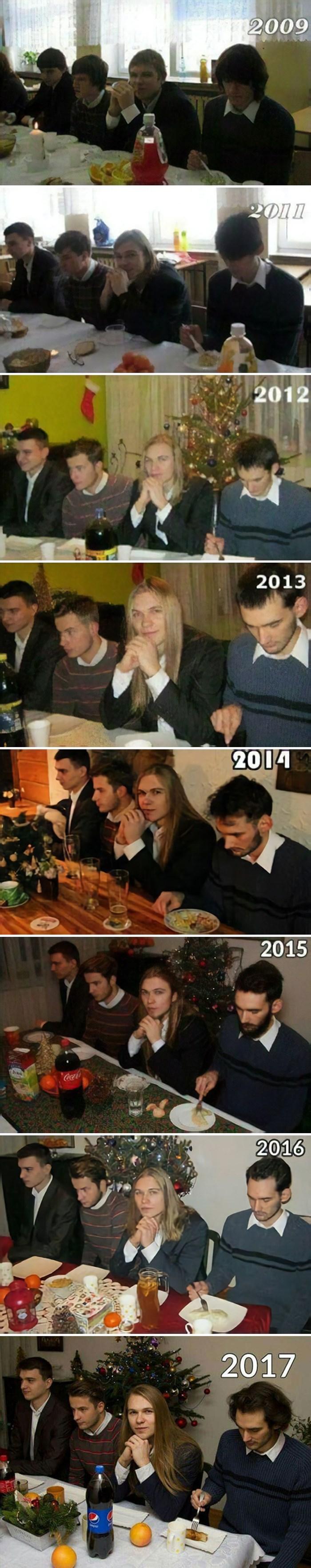 Ovi prijatelji svake godine slikaju potpuno istu božićnu fotografiju, za ideju su dobili puno pohvala na internetu