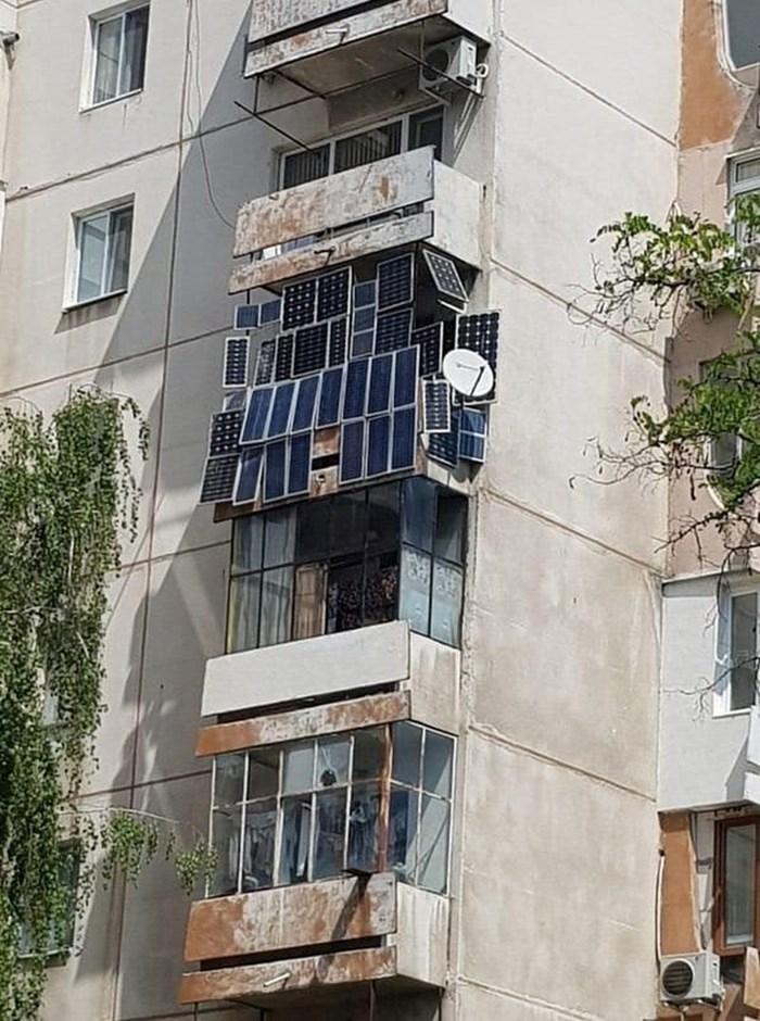 Isključili su mu struju, no pogled na balkon otkriva da se ovaj stanar brzo snašao