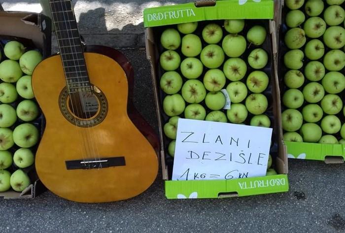 Na tržnici se prodaje neka nova sorta jabuka, vjerujemo da su odlične!