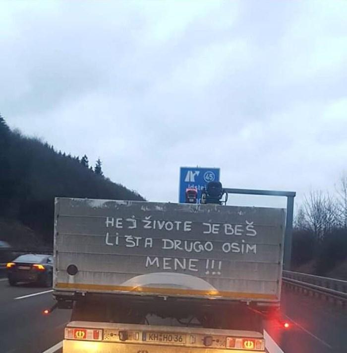 Balkanac u Njemačkoj ostavio natpis na vozilu pa postao hit na internetu