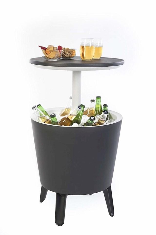 Sada uvijek možete imati hladna pića zahvaljujući hladnjaku ugrađenom u stol