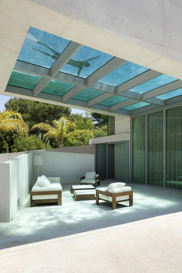 Zašto imati normalan bazen kad možete imati onaj na krovu